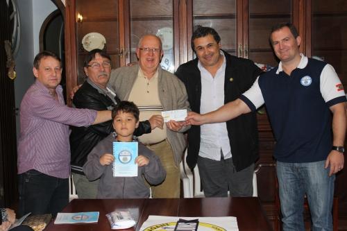 Entrega do cheque ao Instituto Lions LD-9 para construção do Hospital de Olhos