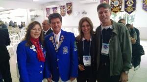 CL Niltinho e CaL Luciane, presidente do LC Palhoça AL 2015/2016 com o Governador CL Mário Salvador e sua CaL.